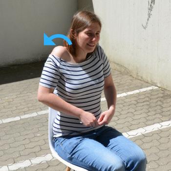 Rückenübung Schultern kreisen
