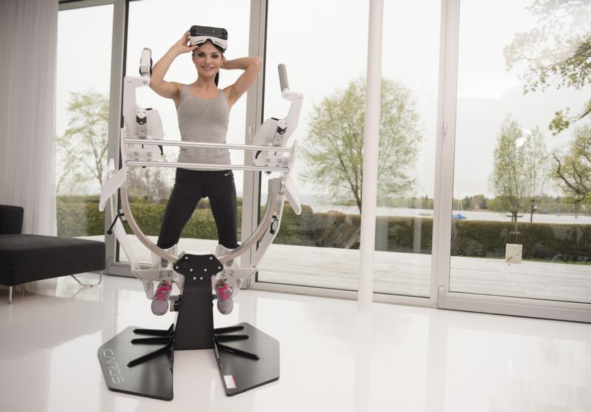 Icaros VR Fitnessgerät Frau bereit zum Start