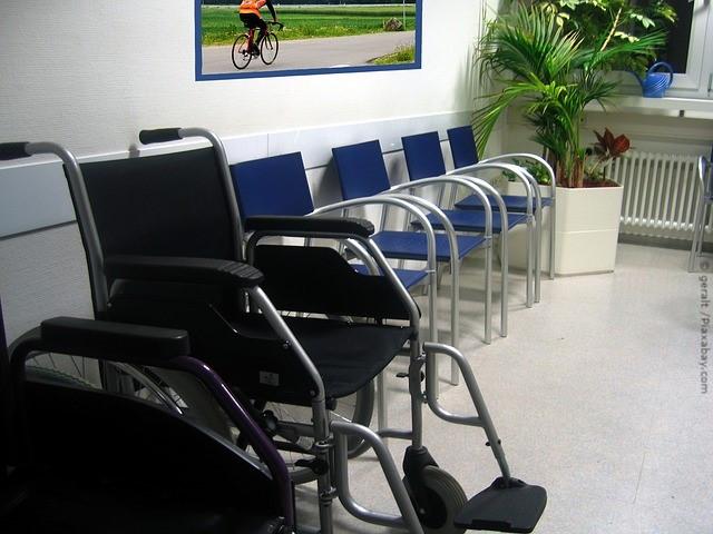 Wartezimmer Arzt Rollstuhl