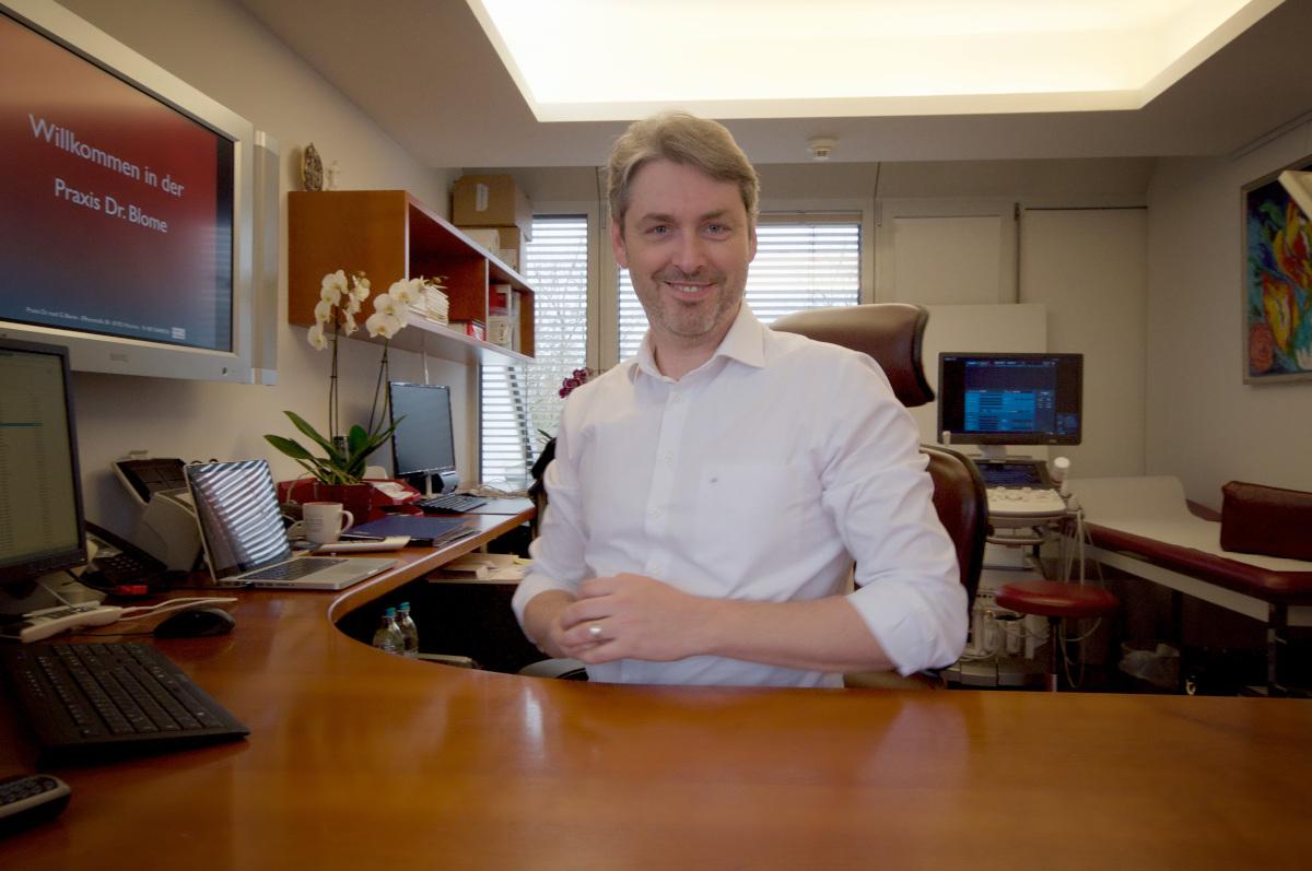 Behandlungszimmer Dr. Gregor Blome Facharzt für Allgemeinmedizin München