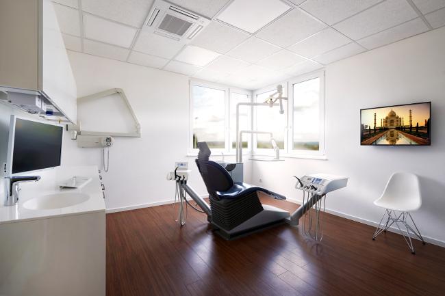 Dr. Richard Hönes Zahnarzt in Filderstadt Behandlungszimmer 2