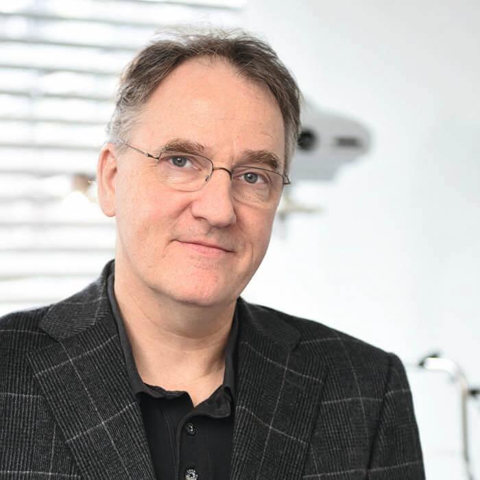 Augenarzt Dr. med Thomas Pahlitzsch LASERMED Augenlaser Zentrum in der Estetica Clinic Hamburg