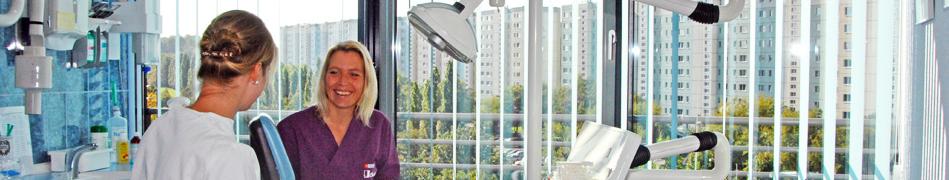 Zahnarzt Michael Röhner Berlin Behandlungsgespräch