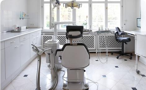 Behandlungszimmer Zahnarztpraxis Dres. Thomsen & Kollegen Hamburg