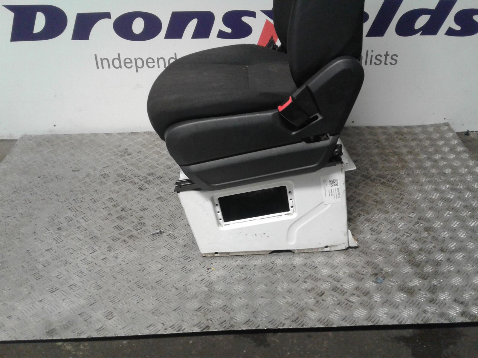 View Auto part Front Seat Mercedes Sprinter 2013