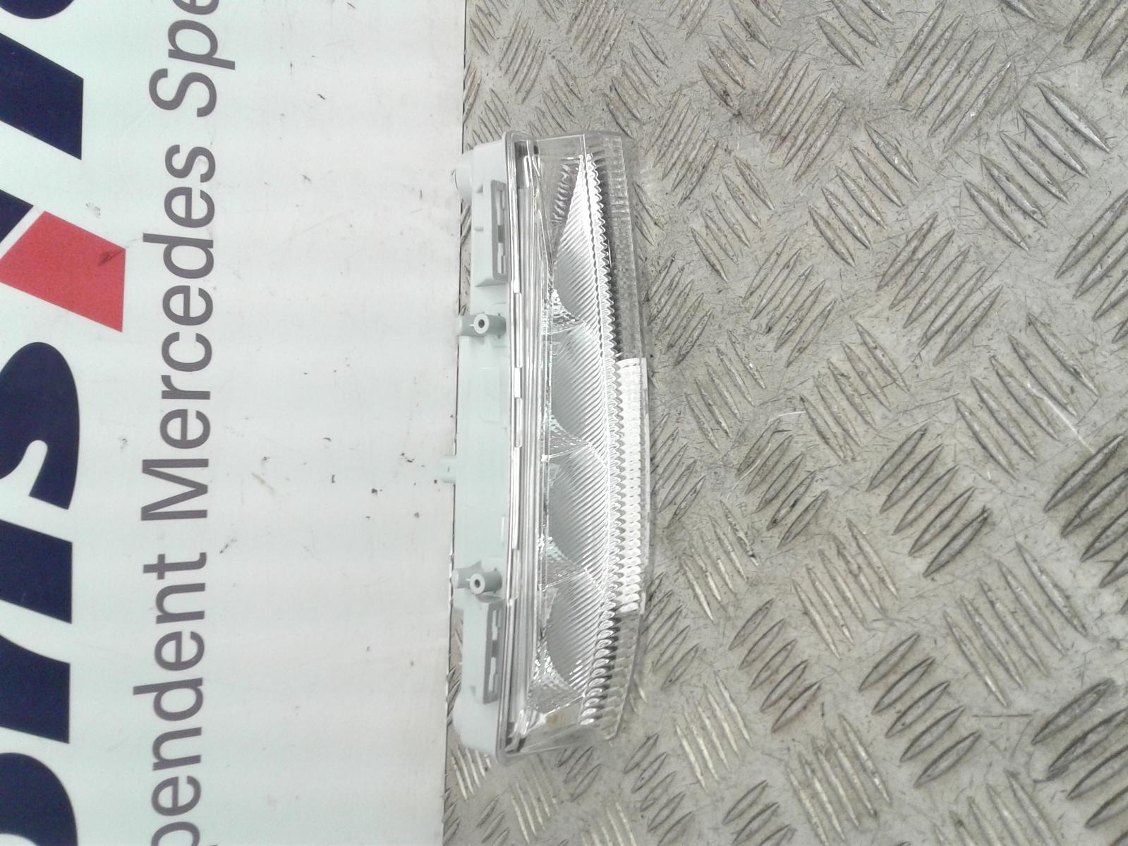 View Auto part R Sidelight/Daytime Running Light (DRL) Mercedes C Class 2008