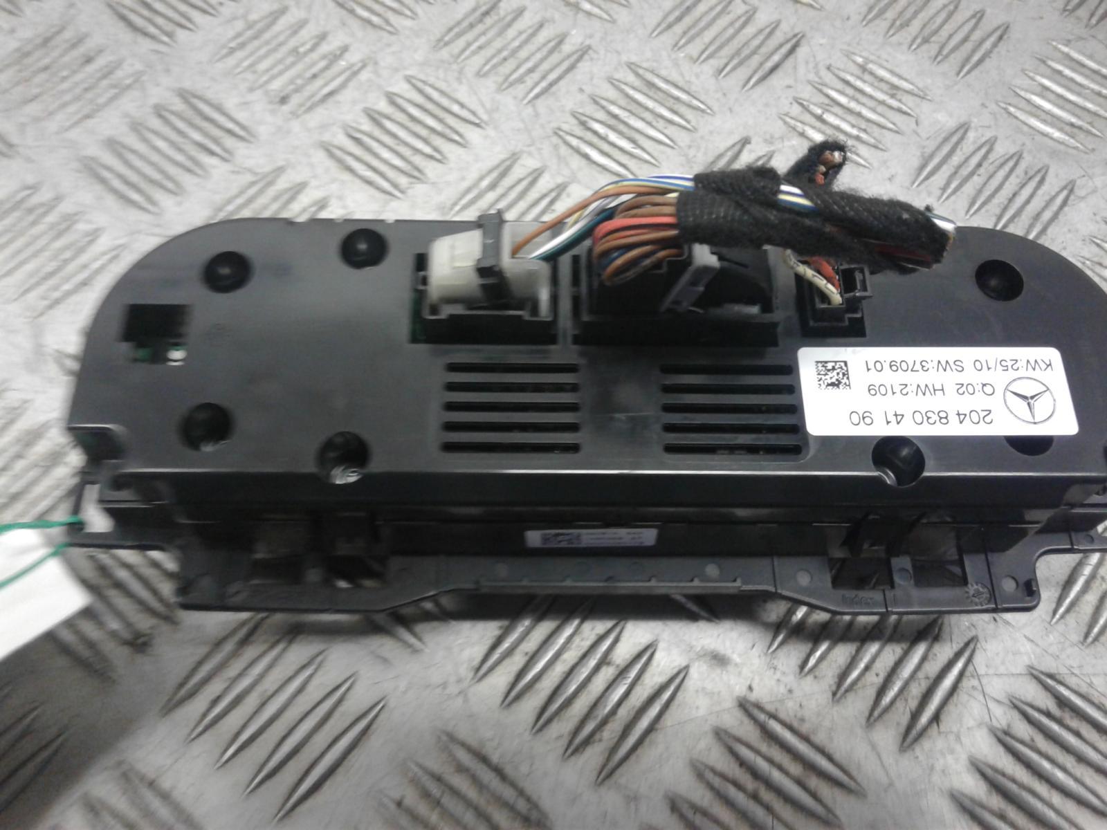 View Auto part Heater/AC Controller Mercedes C Class 2010
