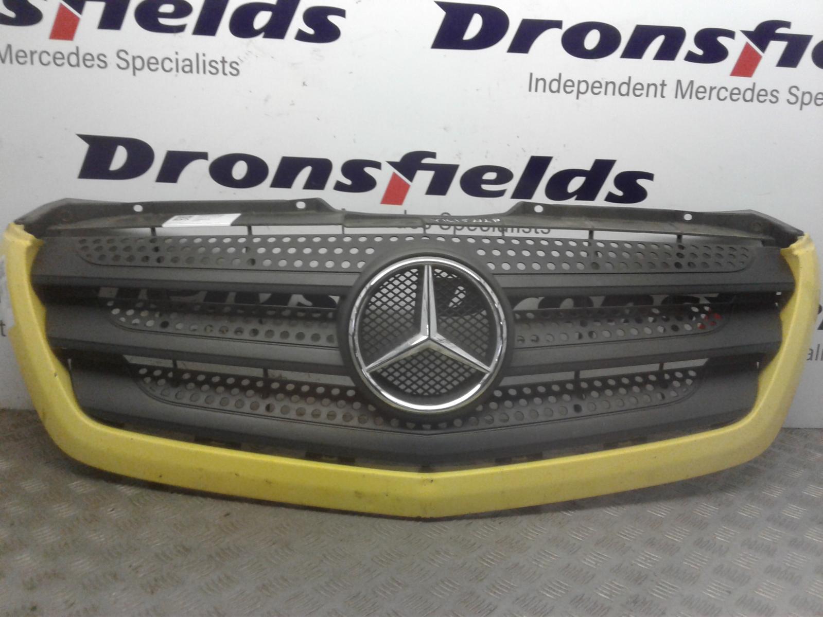 View Auto part Grille Mercedes Sprinter 2015