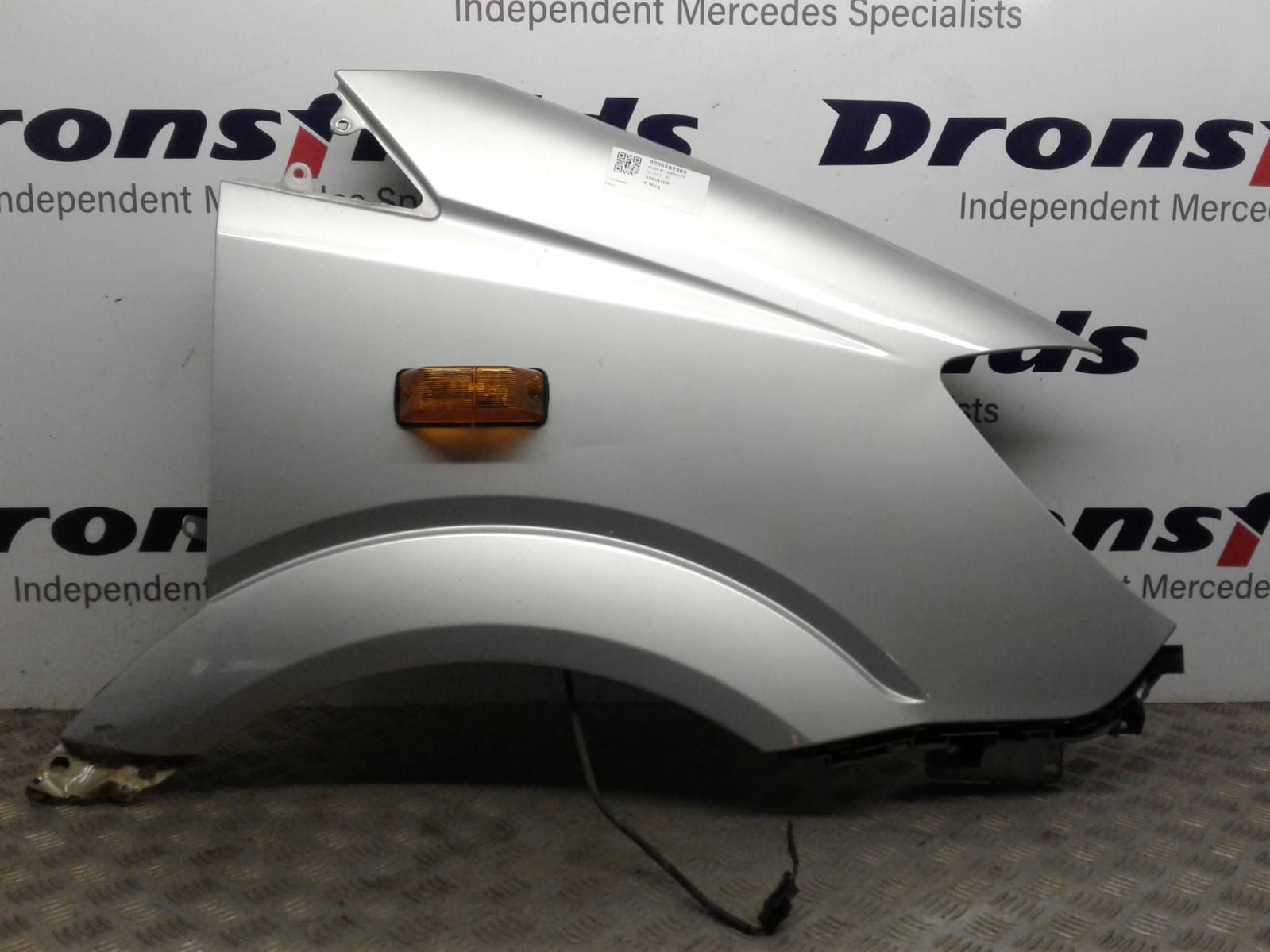 View Auto part R Wing Mercedes Sprinter 2015