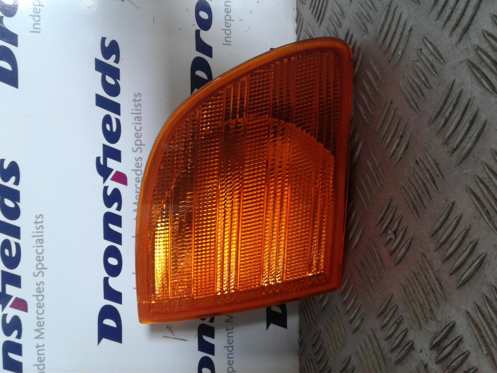 View Auto part R Indicator Light Mercedes Vito 1900