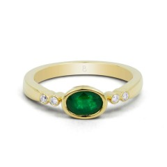 18ct Yellow Gold Emerald & Diamond Vintage Engagement Ring 0.04ct 2.5mm image 0
