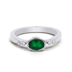 18ct White Gold Emerald & Diamond Vintage Engagement Ring 0.04ct 2.5mm image 0