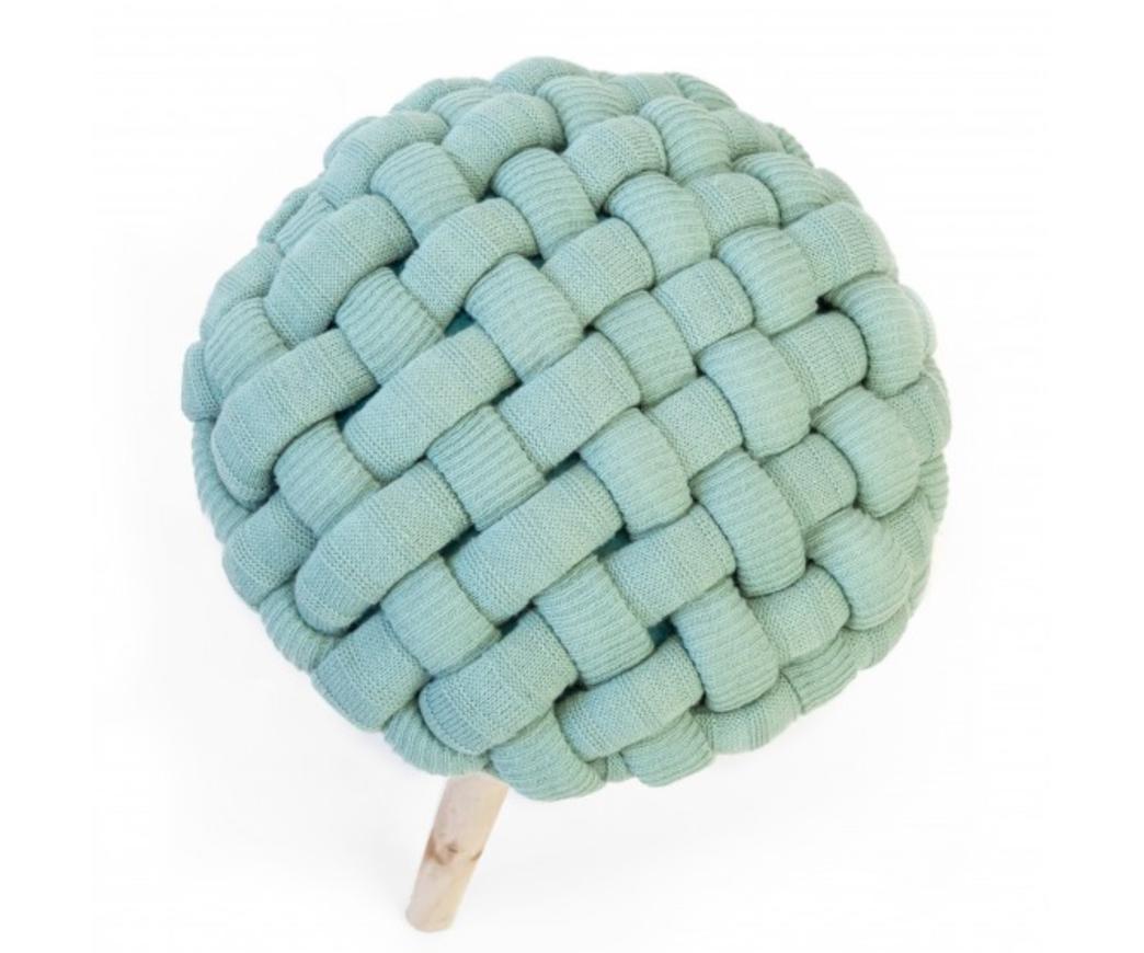 Sgabello braid con seduta rivestita in tessuto intrecciato verde