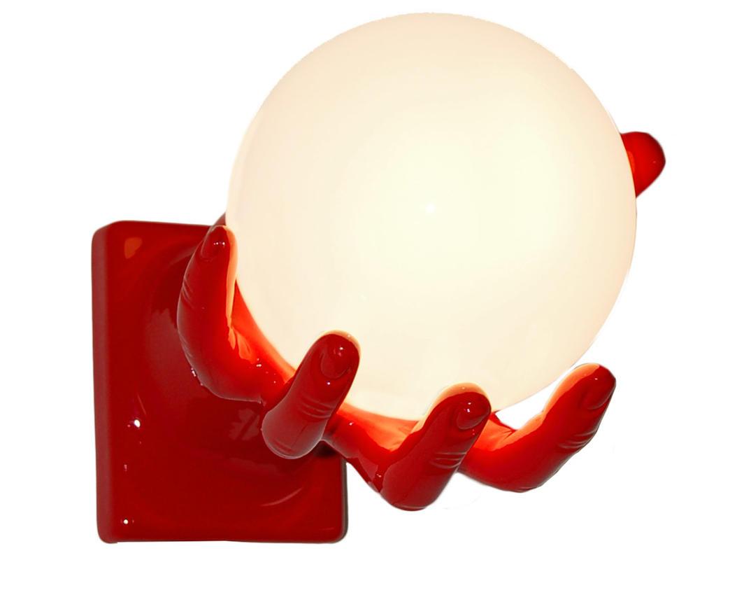 Lampada da parete mano globo rossa duzzle