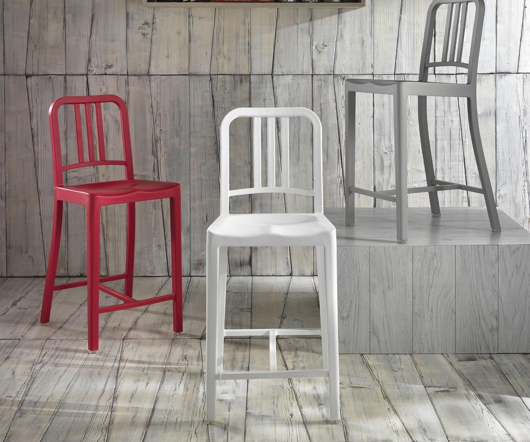 Scopri tabouret about a stool bianco base legno naturale di hay