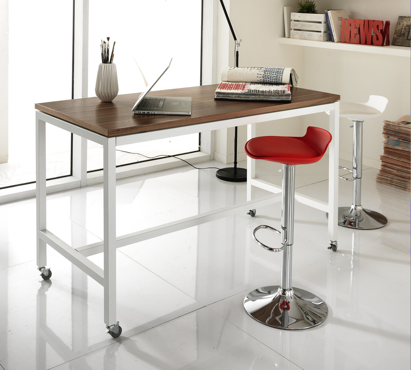 Tavolino con rotelle da letto design del for Tavolo da salotto moderno
