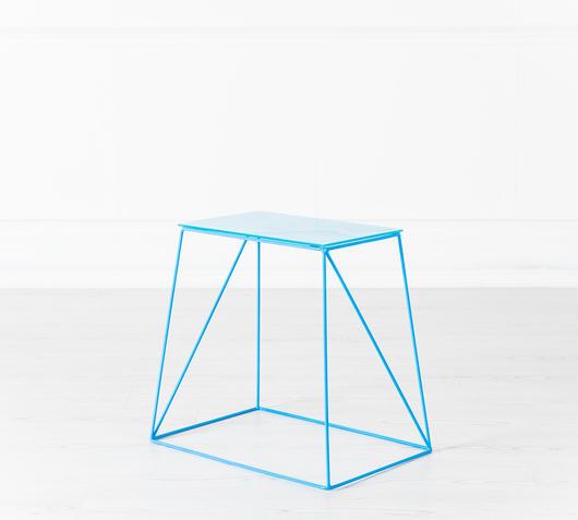 Duzzle tavolinetto azzurro design twist laterale