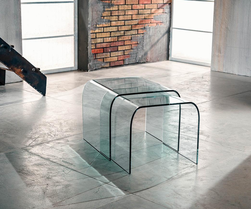 Coppia di tavolini in vetro curvato manhattan duzzle for Tavolini vetro