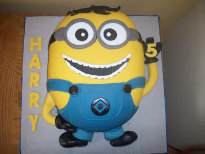 High 5 Minnion Birthday Cake