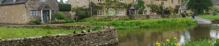 Beautiful Gardens in the Cotswolds title=
