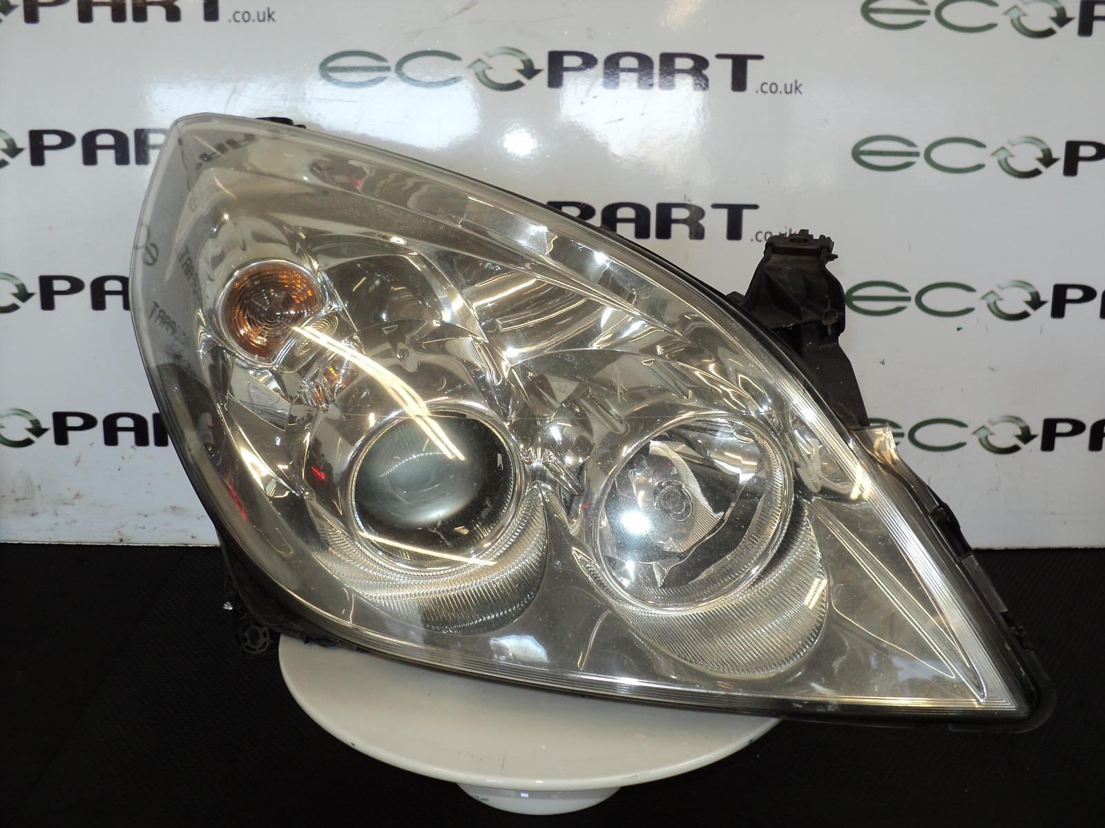 View Auto part R Headlamp VAUXHALL VECTRA 2005
