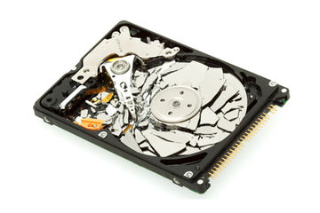 Distruzione hard disk dettaglio