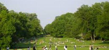 Parma, ampi spazi verdi ben curati per grandi e piccini