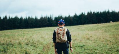camminare nella natura fa bene