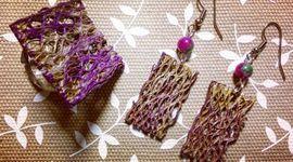 orecchini realizzati con pale di fico d'India