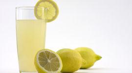 Acqua, limone e sale rosa: l'acqua alcalina per il tuo benessere