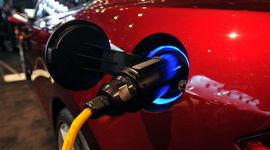 India: dal 2030 solo auto elettriche