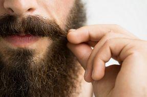 Barba e baffi, curali con questi 3 prodotti fai-da-te