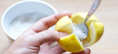 Mai provati i benefici del limone fermentato?