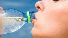 6 ottimi motivi per non bere mai più acqua in bottiglia