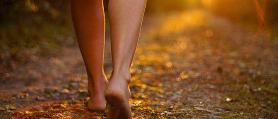 Camminare scalzi? 5 motivi per farlo più spesso