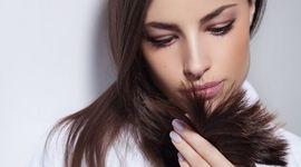 Doppie punte: 6 soluzioni naturali per non tagliare i capelli