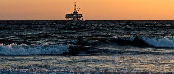 Un polimero-spugna per salvare i mari dal petrolio
