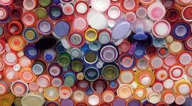 L'arte di riciclare la plastica