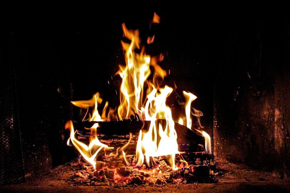 Risultati immagini per fuoco camino