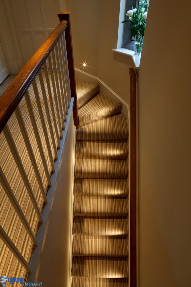 اجمل تصميمات لانارة الدرج بواسطة شريط ليد صور حصرية