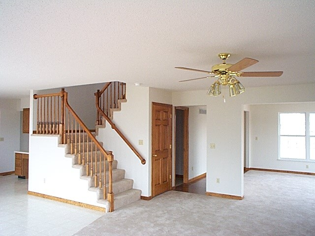 دروس ميدان الظواهر الكهربائية  حسب منهاج الجيل الثاني 2016   031299_new_house_stairs1-1