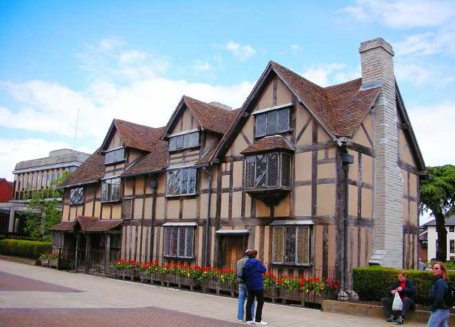 Shakespeares Birthplace Outside