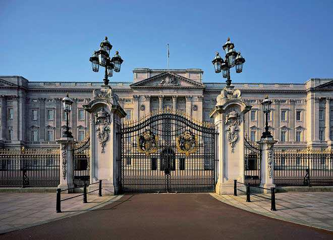 Buckingham Palace Front Gate Outside