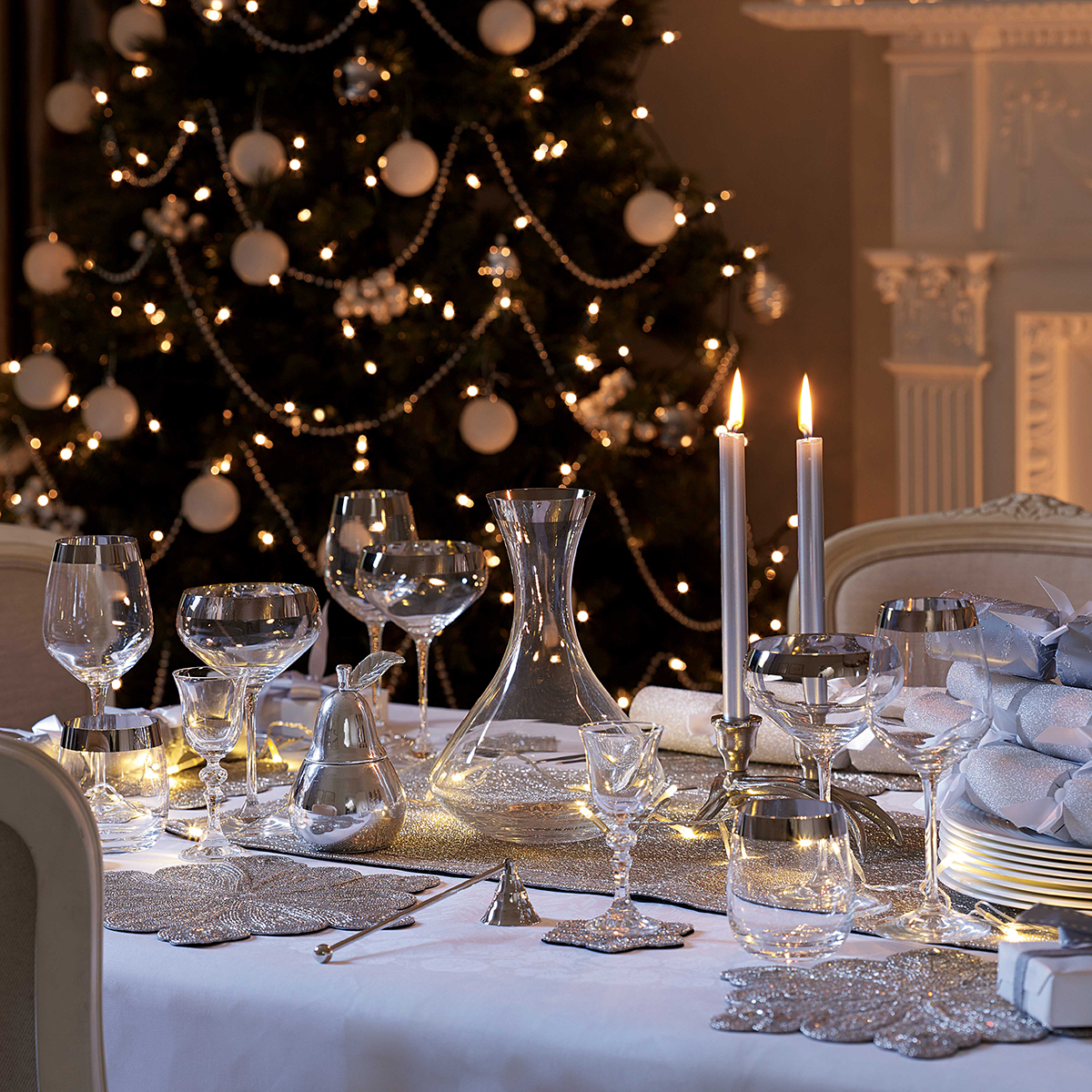 christmas table decoration ideas for festive dining. Black Bedroom Furniture Sets. Home Design Ideas