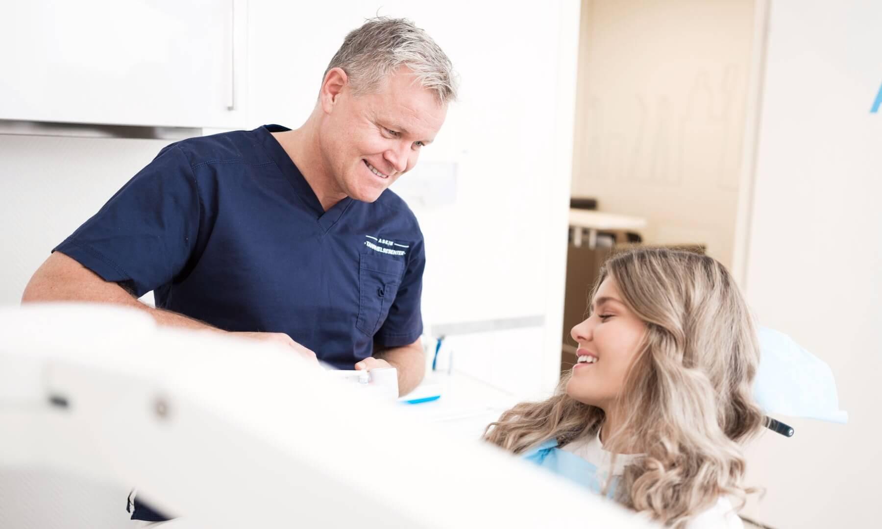 KAN LØSES: Tannlege Øivind Berg anbefaler Zinkoral til pasienter som ønsker frisk pust.