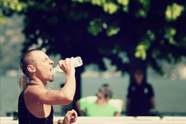 Acqua e idratazione nello sport, ma allo sportivo non basta bere molto