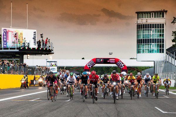 12H Cycling Marathon: lo spettacolo dell'autodromo dal tramonto all'alba