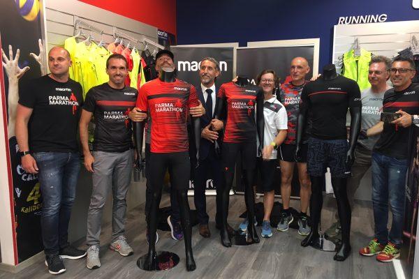 Design e materiali top: presentata la maglia ufficiale della Parma Marathon 2018