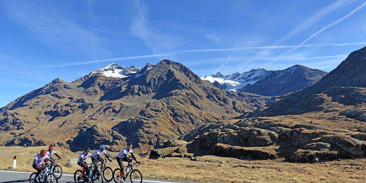 Passi Alpini del Parco Nazionale dello Stelvio, nella natura, sulle strade della storia