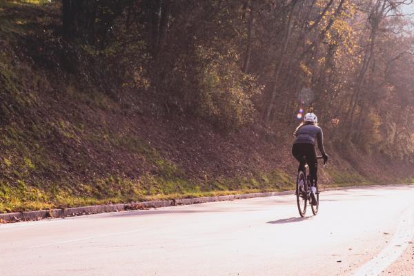 Ciclisti urbani, segnali convenzionali e sicurezza